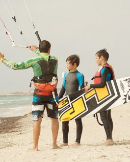 1 Kitesurfing lessons all included